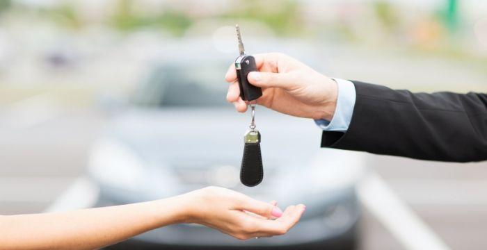 Samochód dla firmy - kredyt czy leasing?
