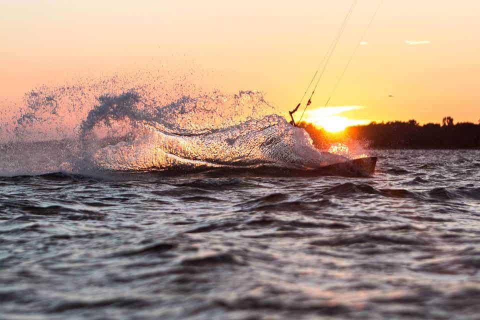 Kitesurfing – modny sport wodny