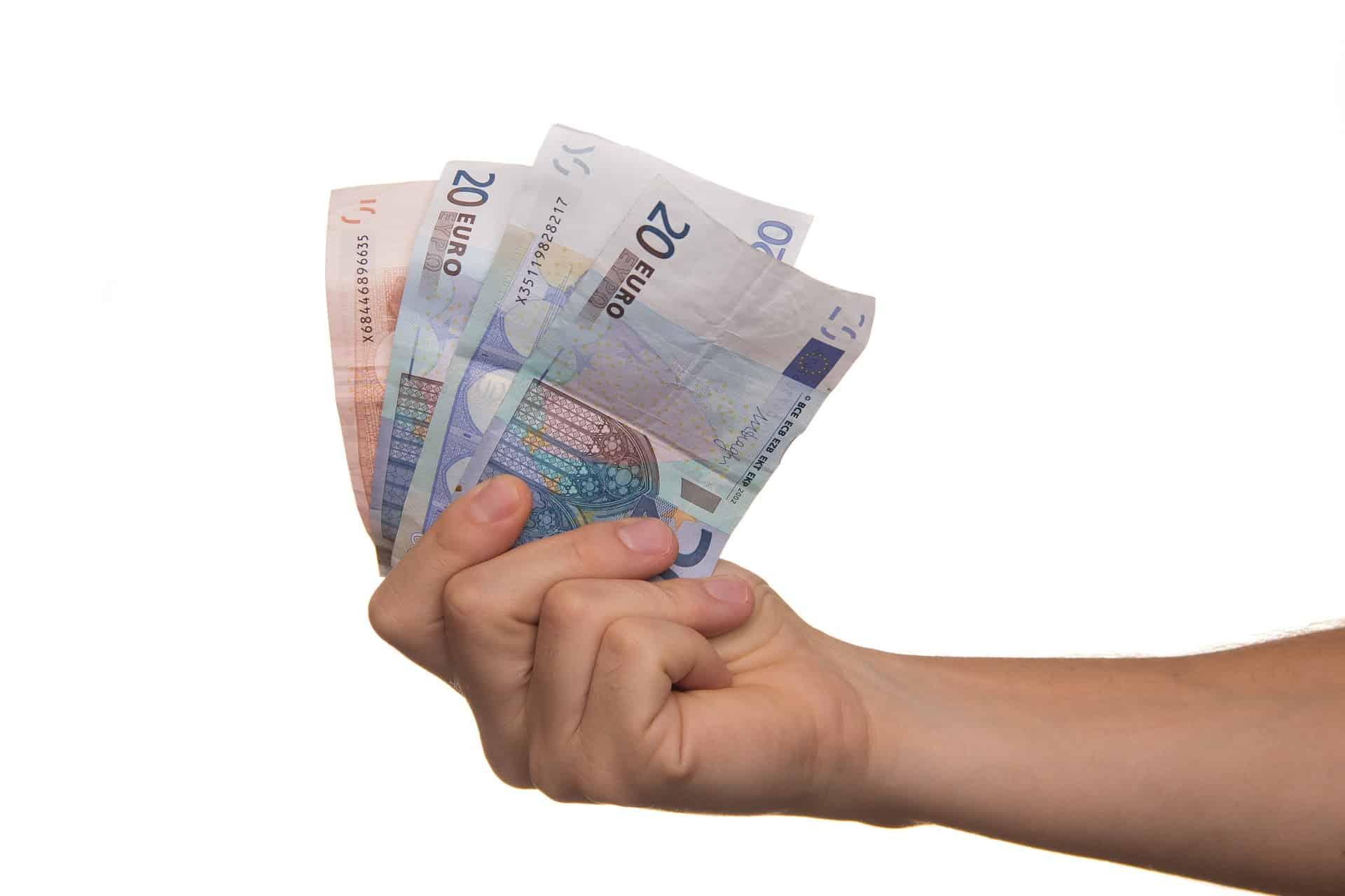 Oszczędzanie na lokatach – czy to się opłaca?
