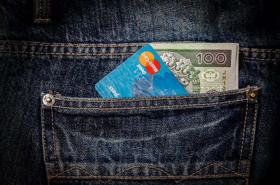 E-płatności kartą płatniczą i kredytową. Jak płacić kartą w internecie?